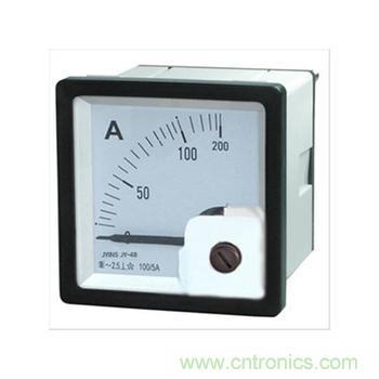 从交流电压表的指针所对应的表盘的电压刻度所