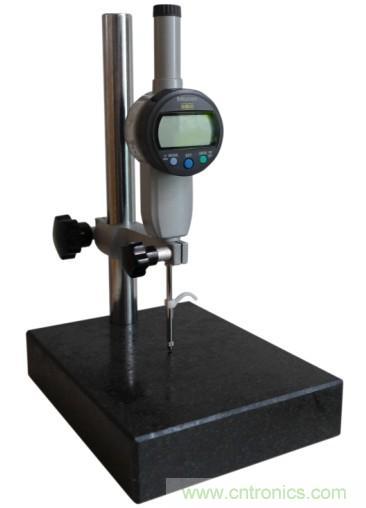 高度计   ɡāo du ji   利用气压、雷达等来测量高度的仪表,...