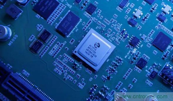 中国芯片争论:买关键技术还是自己重新研发?
